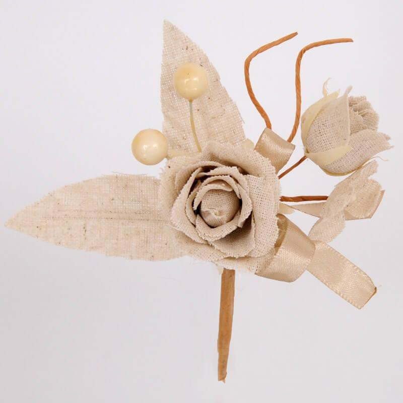 Rosa in cotone con bacche e germogli