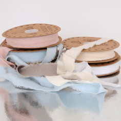 Nastri cotone pregiato bordo sfilacciato 2,5 cm