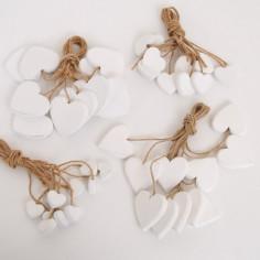 Cuori in legno bianchi con cordino in juta