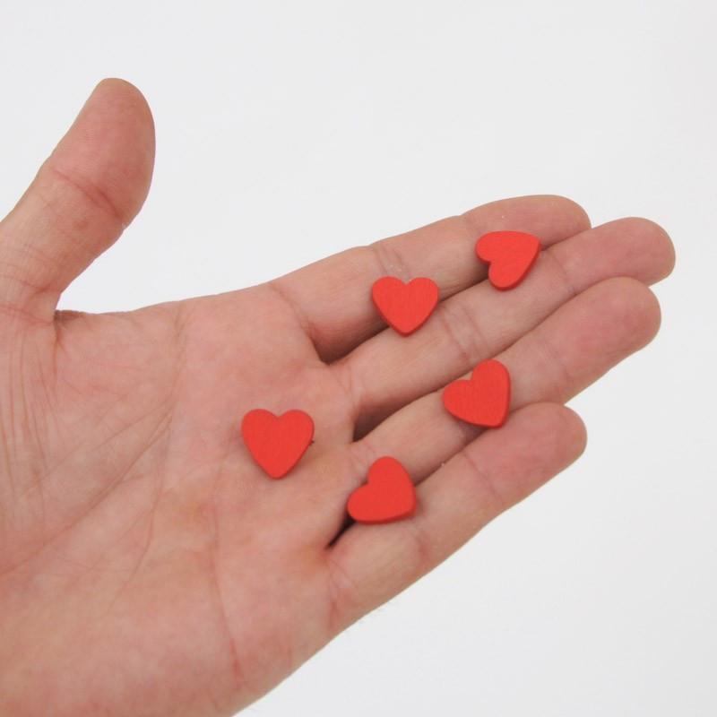 Cuoricino in legno rosso adesivo mano