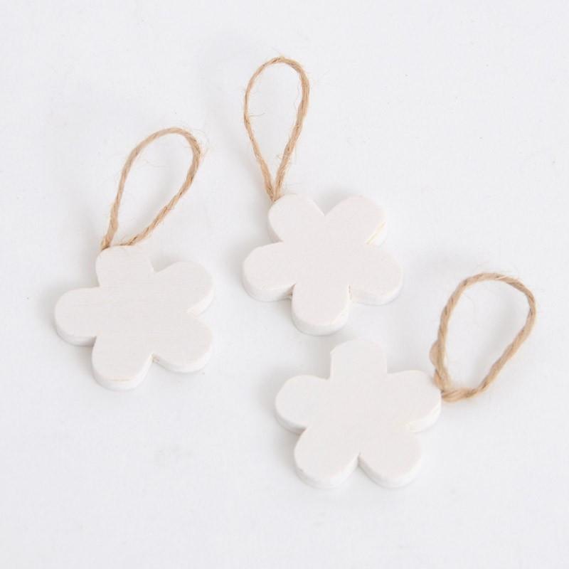 Fiori in legno bianchi con cordino in juta